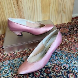 🍱Vintage Peacocks Pink Satin Heel